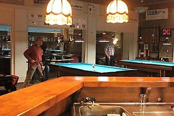 Aan de bar Sociëteit De Harmonie Winschoten